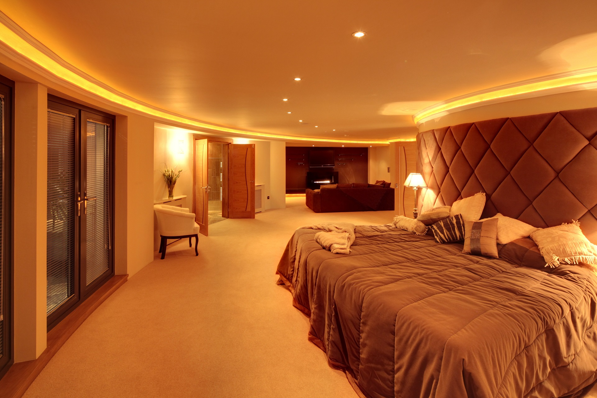 Curved bedroom suite, Hall View: luxury home by Guy Phoenix