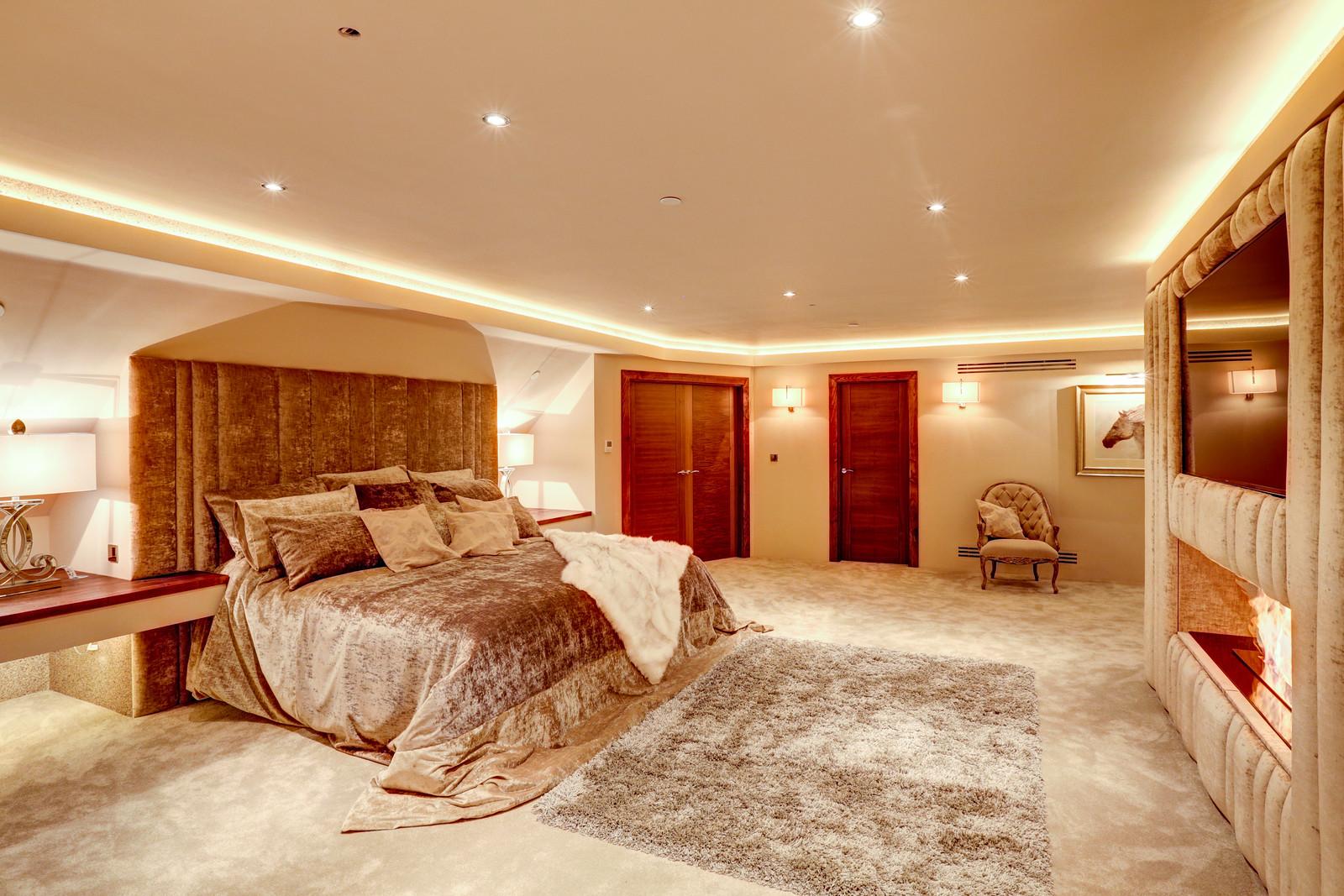 Luxurious bedroom in Tanglewood, luxury home