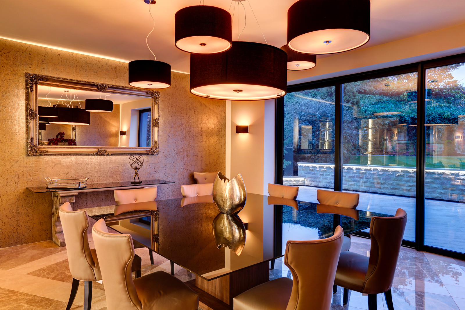 Luxurious dining space in Tanglewood, Colston Bassett by luxury home builder Guy Phoenix
