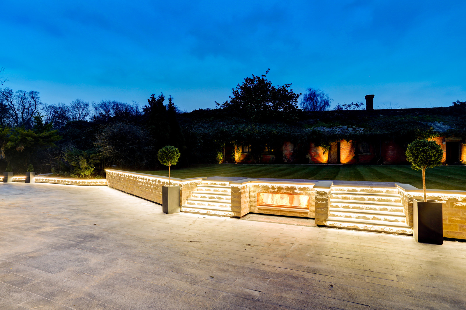 Garden design, luxury home in Colston Bassett, Nottinghamshire by Guy Phoenix