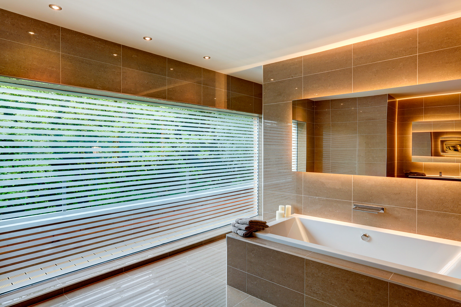 Inset bath at the White House, luxury home by Guy Phoenix