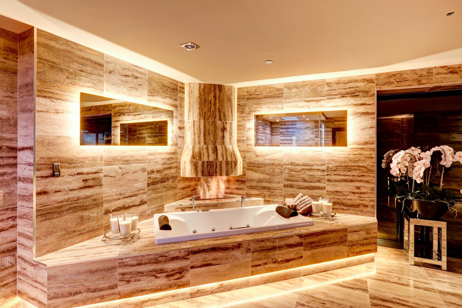 Luxurious bathroom, Tanglewood, Colston Bassett, Nottinghamshire