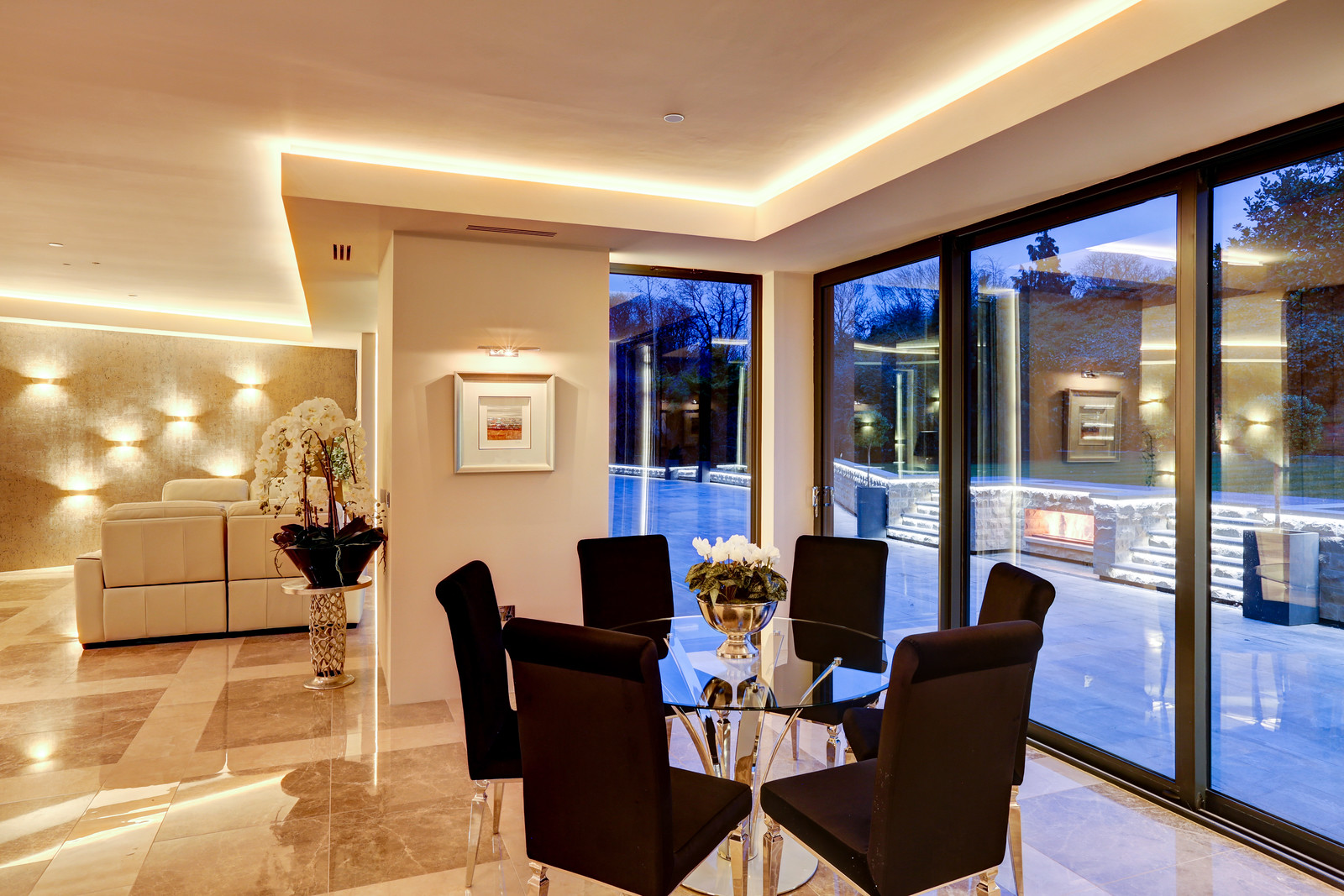 Luxury home, dining space onto courtyard. Tanglewood. Colston Bassett