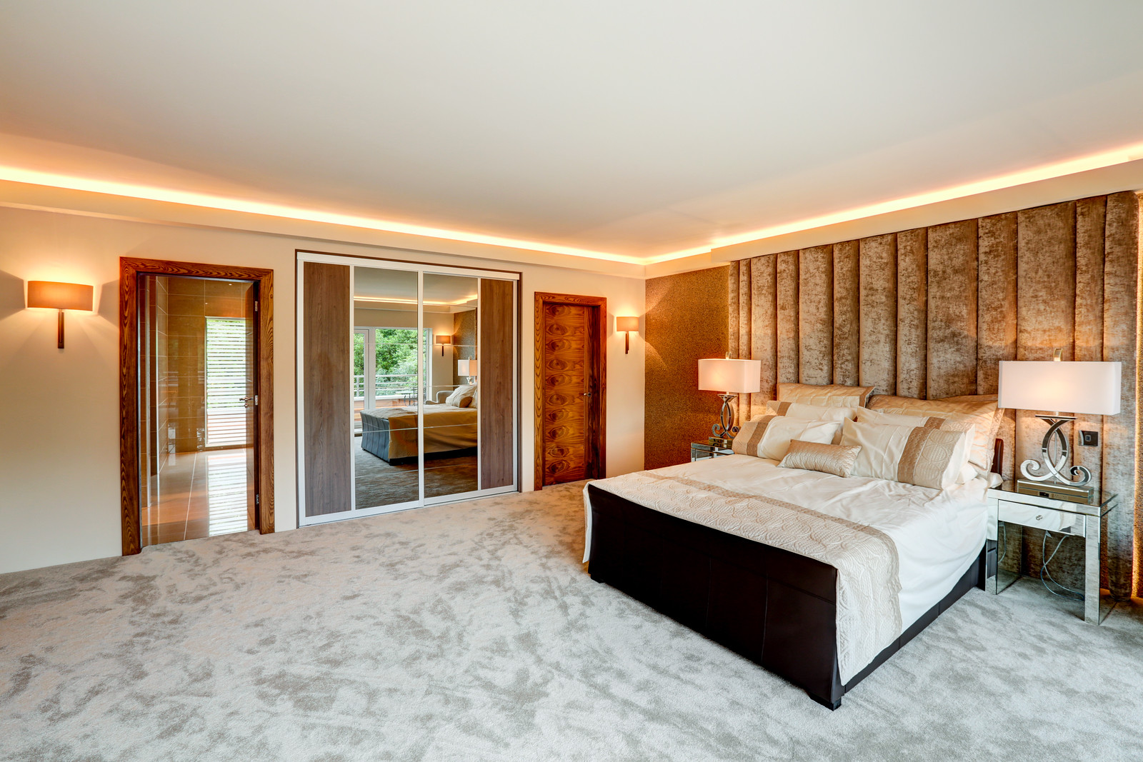 Luxury bedroom at the White House by Guy Phoenix