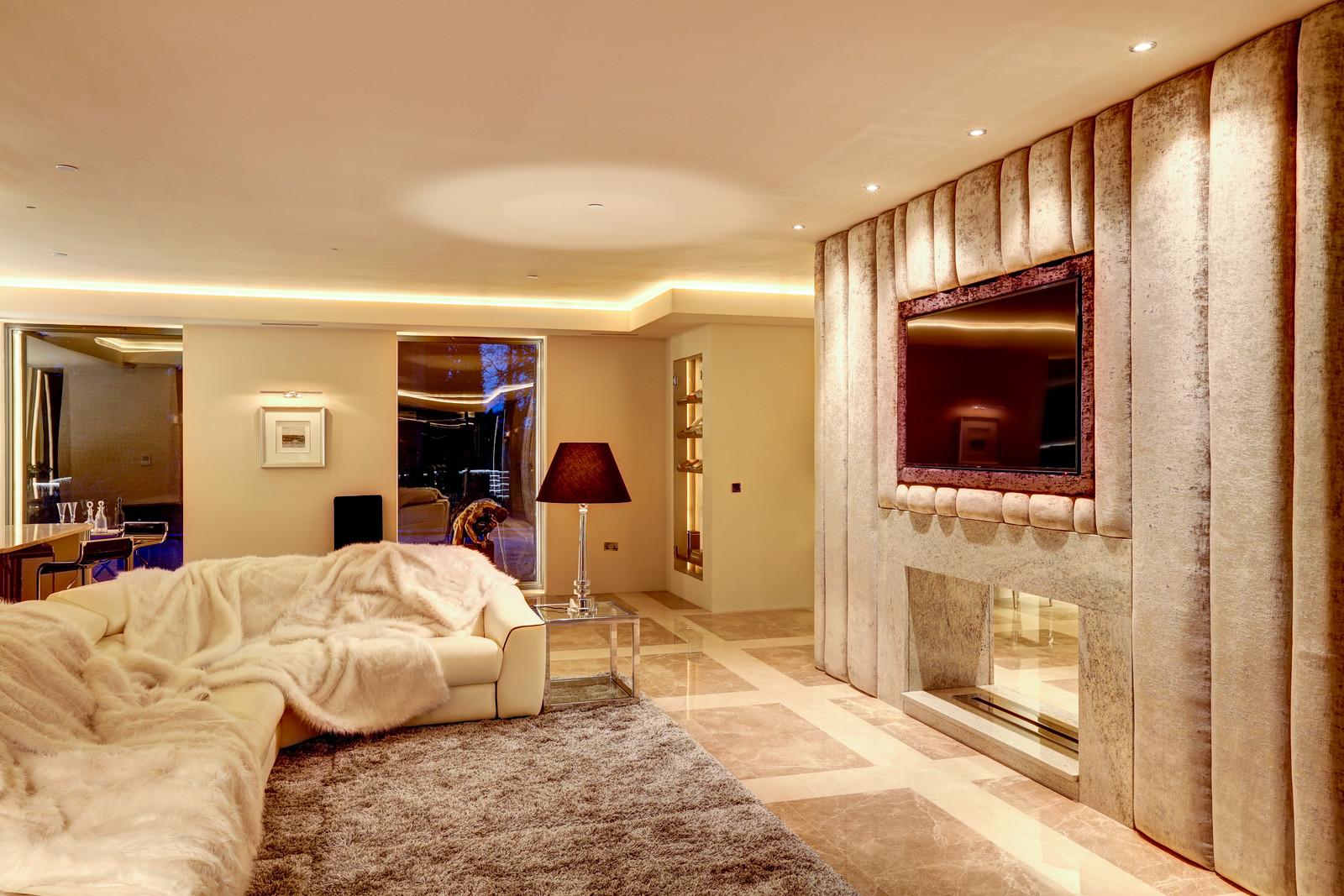 Luxurious living room, Tanglewood, Colston Bassett, Nottingham by Luxury Interiors specialists Guy Phoenix
